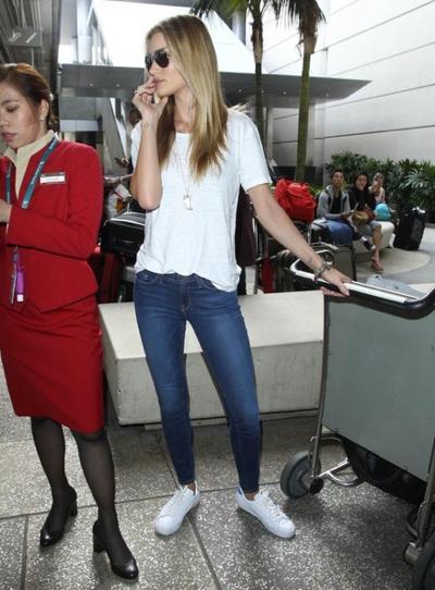 Rosie+Huntington+Whiteley+Arriving+Flight+20141221_04.jpg