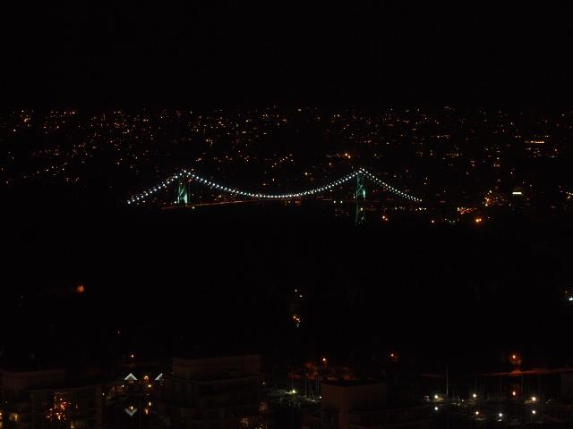 夜のライオンズゲートブリッジ