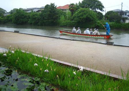 雨の清水と川下り 086