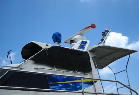 陸に上がった漁船 007