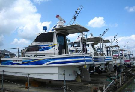 陸に上がった漁船 002