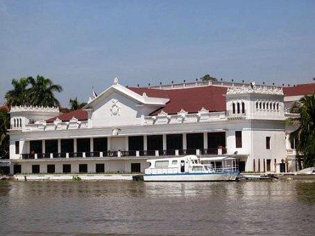 Malacanang_palace_view.jpg