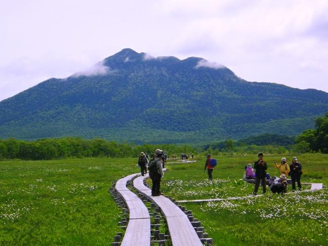 尾瀬ヶ原より燧ケ岳を見渡す