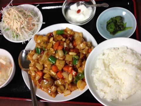 鶏肉ピーナッツ四川風炒め