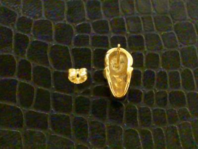 18k_pink_miniature_skull_earring_02.jpg