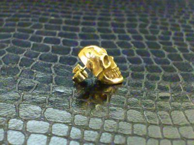 18k_pink_miniature_skull_earring_03.jpg