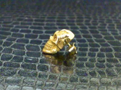 18k_pink_miniature_skull_earring_04.jpg
