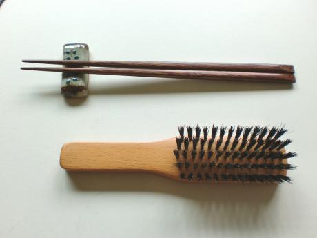箸とブラシ