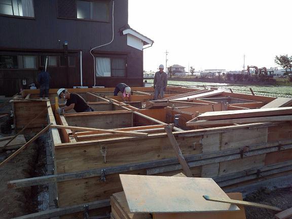 基礎コンクリート型枠組立①