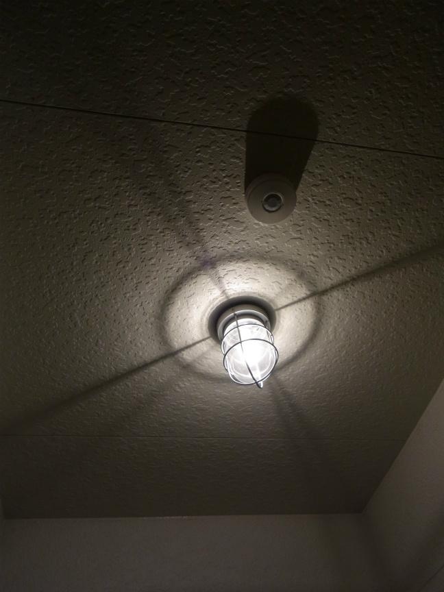 玄関ライト 夜2