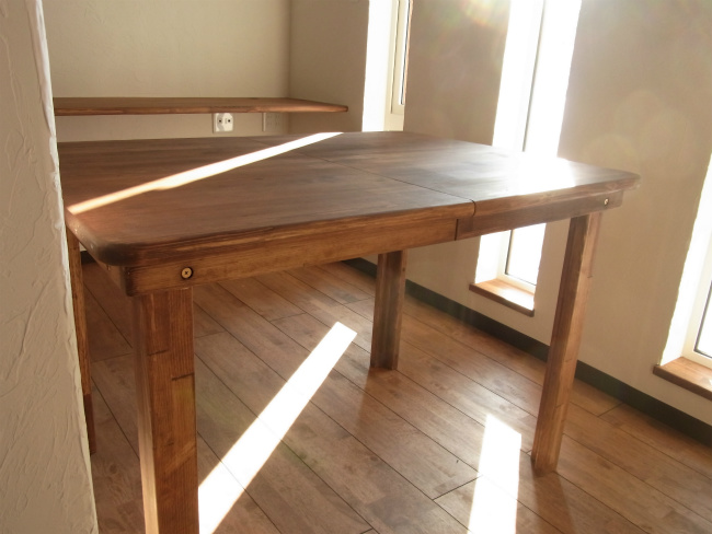 テーブル横