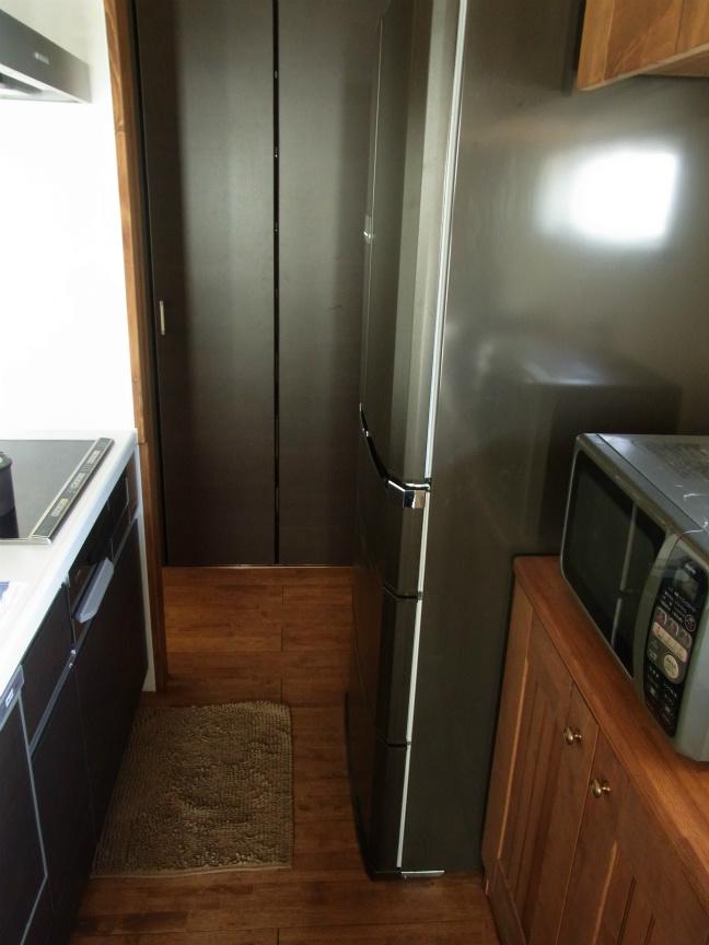 冷蔵庫横1