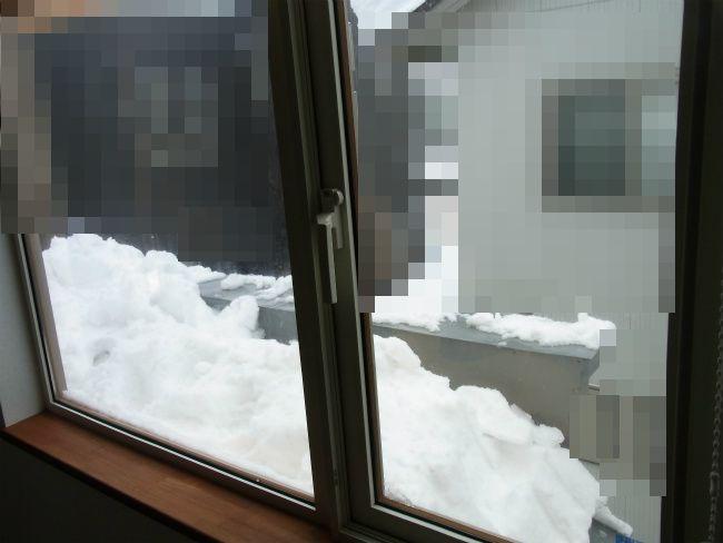 除雪後 窓前