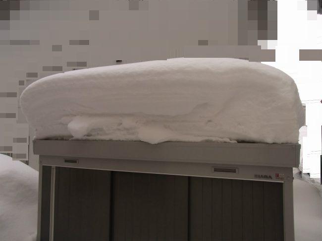 超雪 物置上