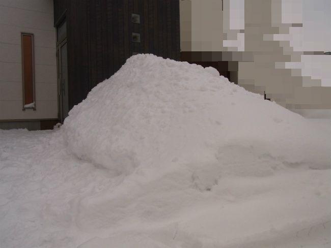 超雪 玄関前山