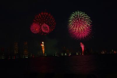 東京湾花火1