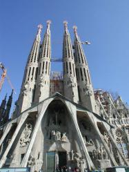 sagrada-familia-front-building[1]