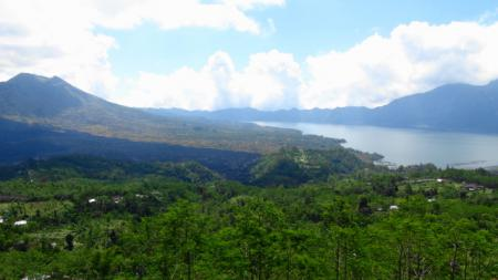バトゥール湖の眺め