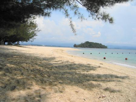 マヌカン島ビーチ