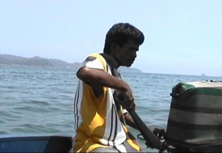 サピ島行きのチャーターボート