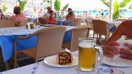アガシビーチの昼食ギロ