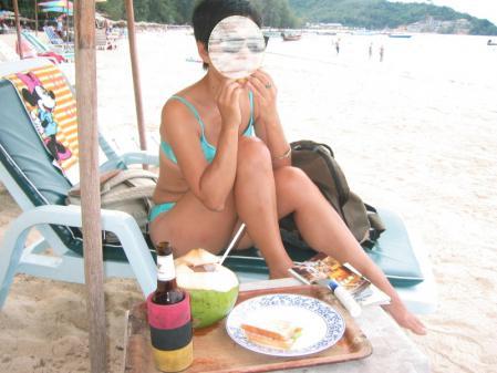 ビーチでの昼食