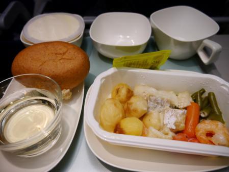 デンパサール線機内食 1