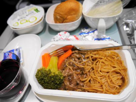 デンパサール線機内食 2