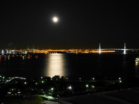 横浜港の月(1)