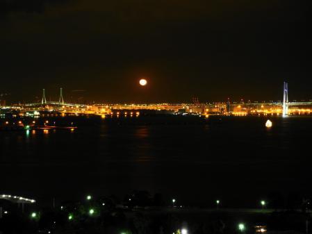 横浜港の月(2)