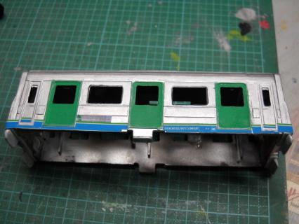 ぷられーるJR四国1500系作成記その4 塗装へ移り完成体に近づけていく