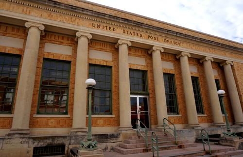 歴史のありそうな郵便局