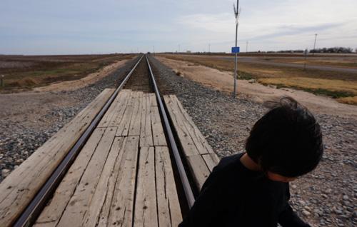 線路の上を歩いてみる