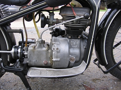 mag1932 BMW R2 engine rh