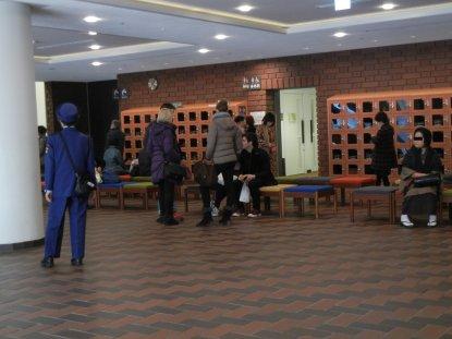 国風盆栽展・会場で見かけた外国人ご一行