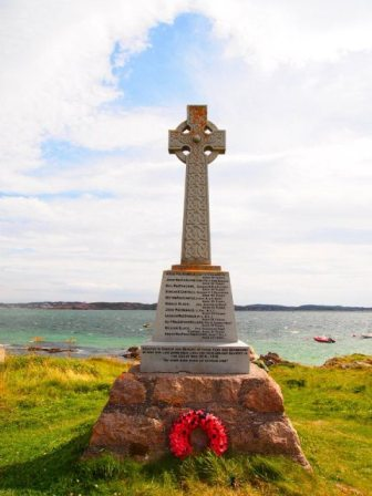 Iona celtic cross 336×448