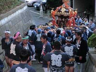 坂道の神輿