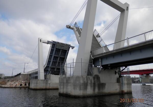 10:05  跳ね橋開橋