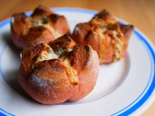 ビーツとゴルゴンゾーラのパン