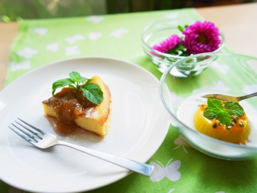 チーズケーキとマンゴー 斜め