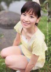 皆藤愛子ムチムチの太ももと胸元画像