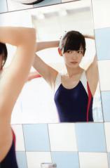 鈴木愛理のスク水、脇の下画像
