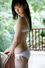 鈴木愛理ビキニ尻とストッキングの跡画像