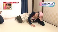 水卜麻美が寝そべって完全に胸チラブラチラ状態の画像