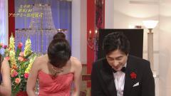 高島彩アナがアカデミー賞でお辞儀して谷間画像