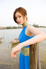 上戸彩チャイナドレスの横乳・脇画像