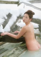 佐山彩香が一糸まとわぬ全裸で入浴するヌード画像
