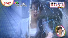 加藤綾子のスーツから覗くおっぱいの膨らみ画像