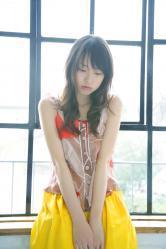 戸田恵梨香が窓辺でアンニュイ画像