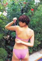 綾瀬はるかの尻に水着が食い込んでいる画像